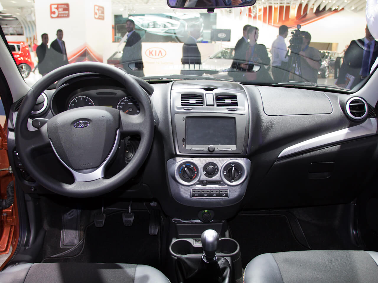 Центральная консоль автомобиля Лада Калина-2