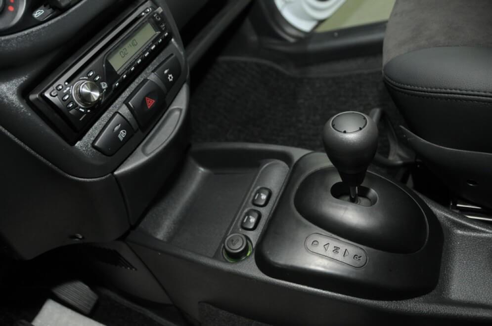 Интерьер EL Lada с кондиционером и кожаной отделкой. Автомобили Лада Калина 2. Новости, описание, видео.