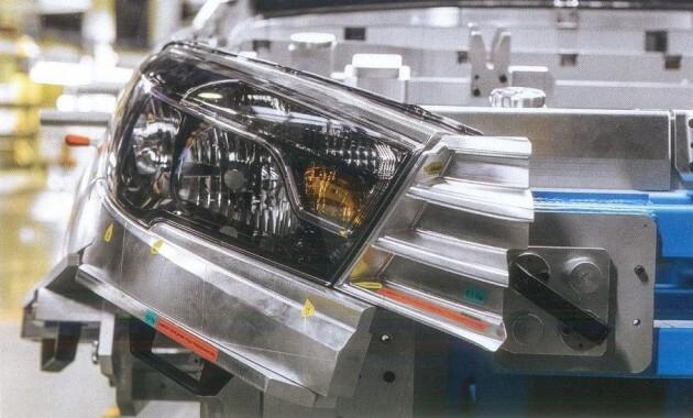 Передние фары седана Vesta