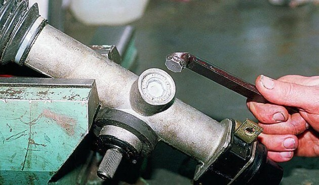 Рулевая рейка ВАЗ-2190/92/94 после демонтажа