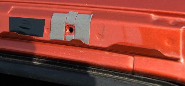 Монтаж рейлингов ВАЗ-2192, защита крепёжных резьбовых отверстий