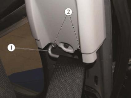 Демонтаж ремня безопасности ВАЗ, шаг 3